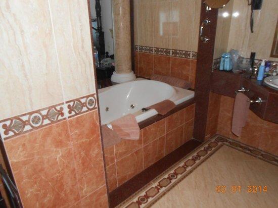 Hotel Riu Montego Bay: Bath between bathroom and bedroom