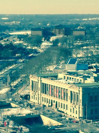 Sheraton Philadelphia Downtown Hotel: View up Ben Franklin Parkway from my 25th floor room.