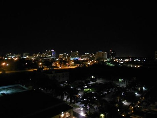 Hyatt Regency Sarasota : Looking at Marina Jacks at night