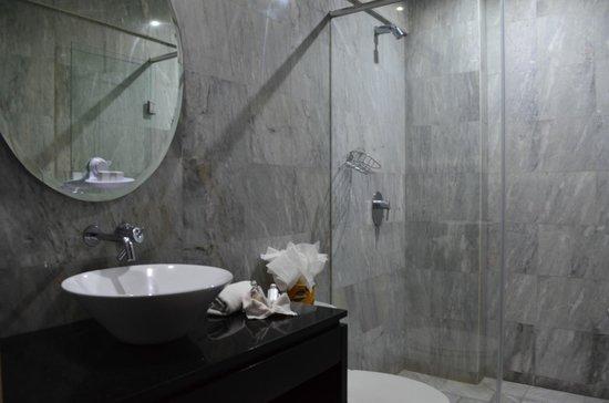 Ganges Suites: Bathroom