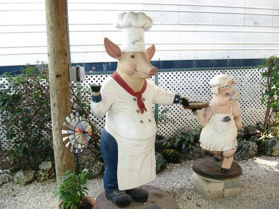 The Stuffed Pig: nice pigs!