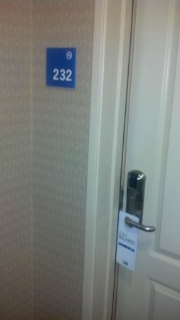 Holiday Inn Express Hotel & Suites Los Angeles Airport Hawthorne: unit entrance