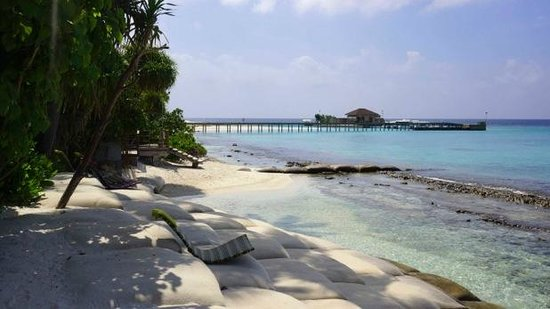 Robinson Club Maldives: the disapointing south side of the island