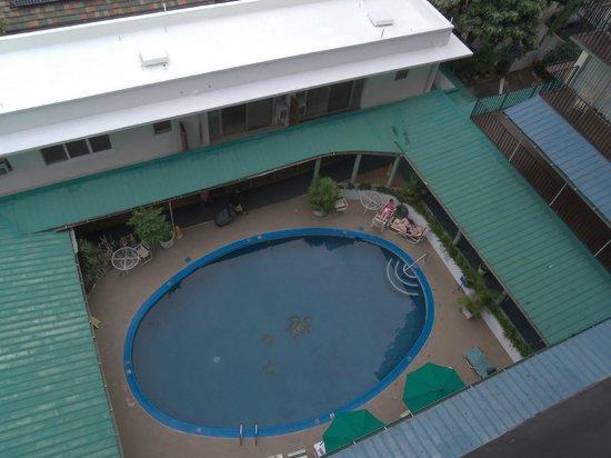 Hokele Suites Waikiki : Pool area