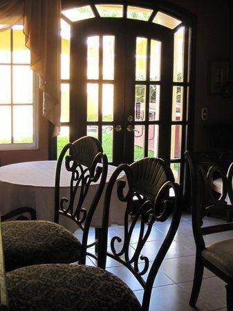 Hotel Boutique Casa Meredon: Breakfast room at Casa Merendon