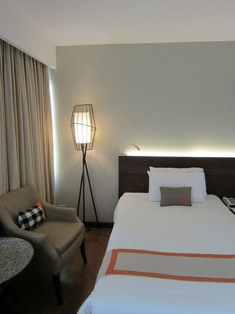 Centara Hotel & Convention Centre Udon Thani: Bedroom.