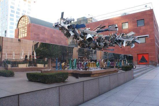 Omni Los Angeles at California Plaza : MOCA steps away from the Hotel Omni