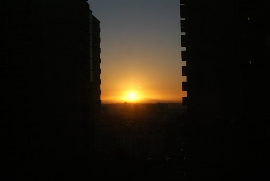 Omni Los Angeles at California Plaza: This is the view from the rooms to the East. Lovely Angelino sunrises