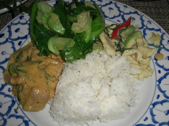 Nuch's Green Ta'lay Restaurant: Pa Nang curry with duck, baby cabbage, green curry, rice