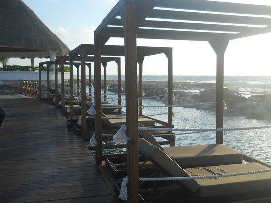 Hard Rock Hotel Riviera Maya : Heaven Pool Deck Beds