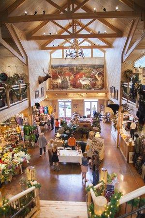 Smoke Hole Caverns & Log Cabin Resort : Smoke Hole Gift Shop