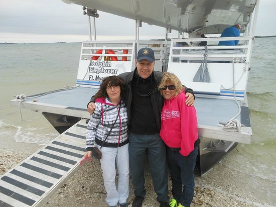 Banana Bay Tour Company Day Tours: Hanging with Captain JR before leaving Picnic Island