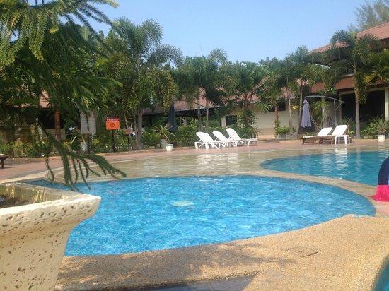 Pangkor Sandy Beach Resort: pool view