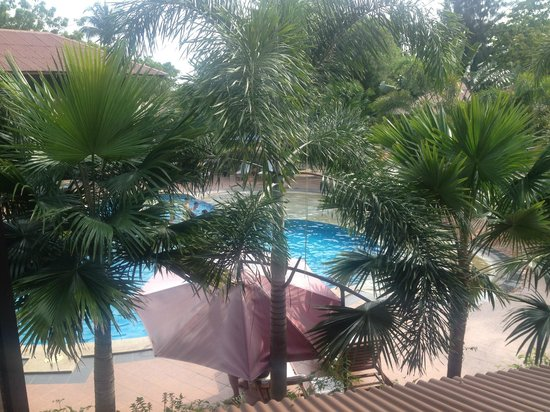 Pangkor Sandy Beach Resort : pool view from our rooms