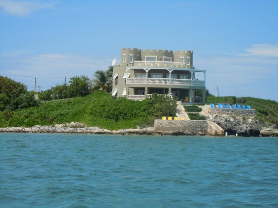 Cayman Castle: view from the dive boat