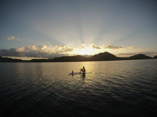 El Rio y Mar Resort: sunset paddle surfing