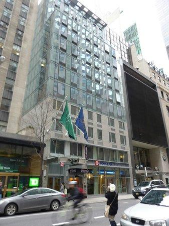 The Jewel facing Rockefeller Center : 外観