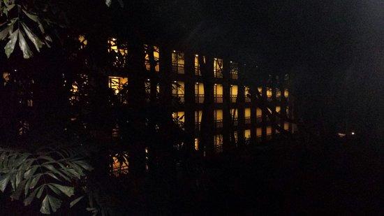 Camino Real Sumiya: La zona de huespedes de noche.