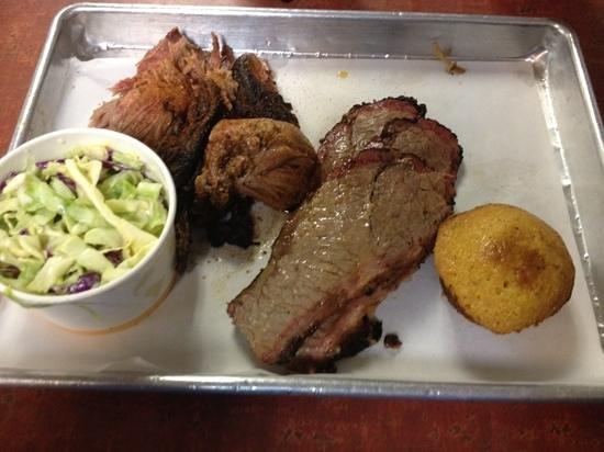 Smoking Pig BBQ Company : brisket en pork