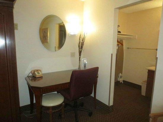 Rodeway Inn Barstow: Work desk