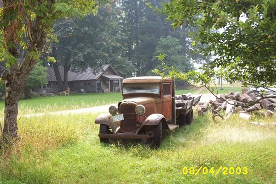 Stehekin Valley Ranch : apple orchard homested