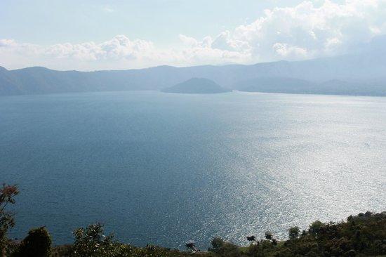 Lake Coatepeque1