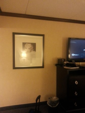 Hollywood Casino Tunica Hotel: Wall Decor - Modern TV