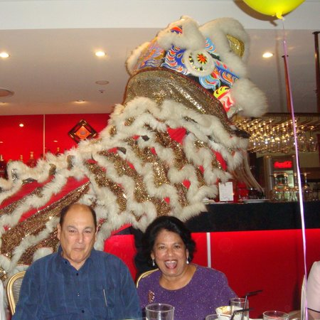 Winston Gardens Chinese Restaurant: Money bag collection by the Dragon