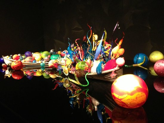 Chihuly Garden and Glass : Brilliant displays of glass artwork