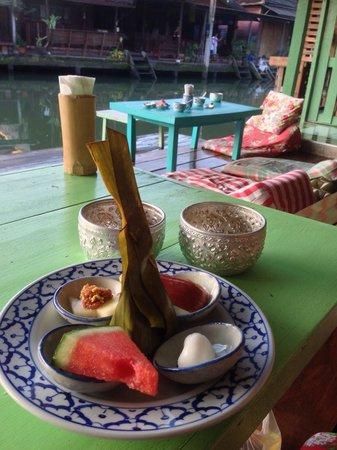 Baanrak Amphawa: Breakfast is served :)