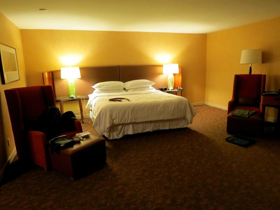 Sheraton Vancouver Airport Hotel: nice room