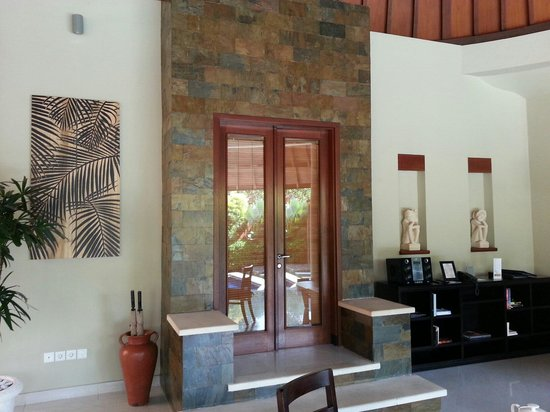 The Kunja Villas & Spa: Entrance to our room from living room and pool area. They put some attention to detail in the ar