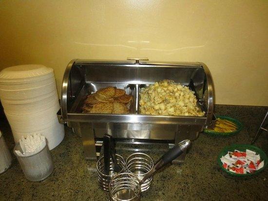 Days Inn & Suites East Flagstaff : Some hot breakfast items