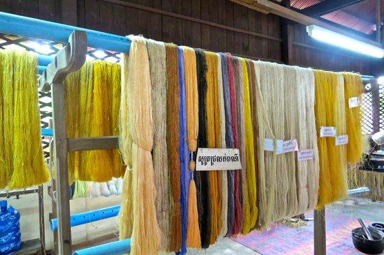 Angkor Silk Farm : colourful  silk