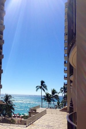 Outrigger Waikiki Beach Resort : partial ocean view. paid for city view. free upgrade. nice!