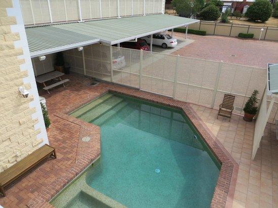 Ashby House Motor Inn : pool