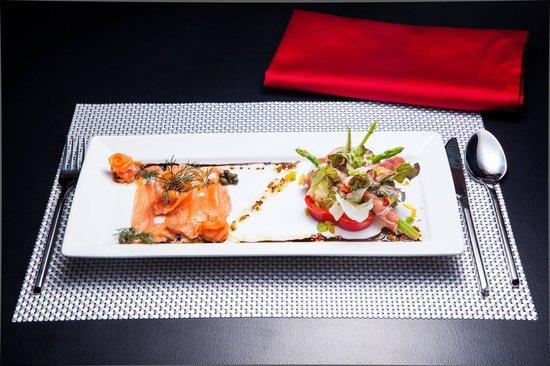 Alimundo Suono : chef's creation; smoked salmon with asparagus and seranoham