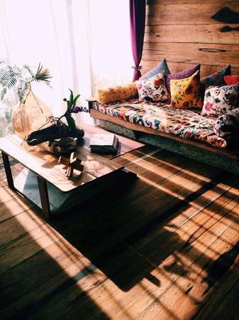 A Secret Garden B&B: 檀心 雙人villa 面茶園的day bed