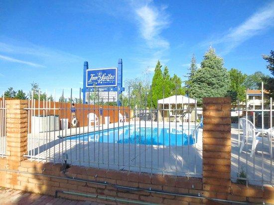Hotel Aspen InnSuites Flagstaff / Grand Canyon: Pool  area