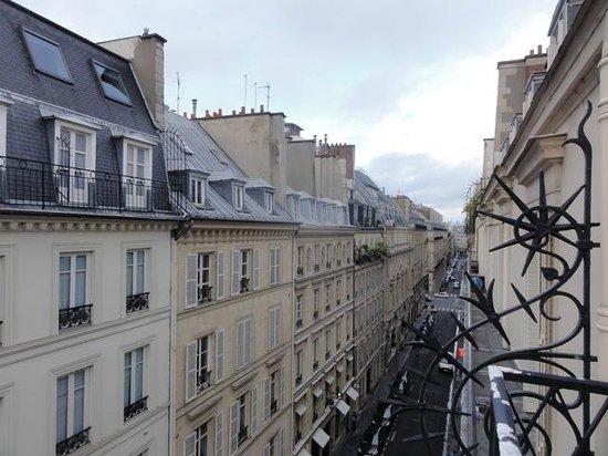 Renaissance Paris Vendome : Fifth floor balcony
