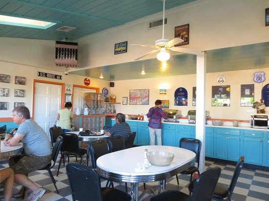 Hotel Aspen InnSuites Flagstaff / Grand Canyon: Breakfast room looking north