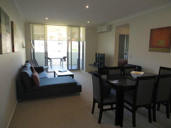 Macquarie Waters Hotel & Apartments: room out to balcony