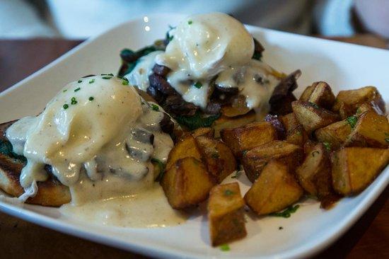 Mission Beach Cafe: mushroom egg benedict