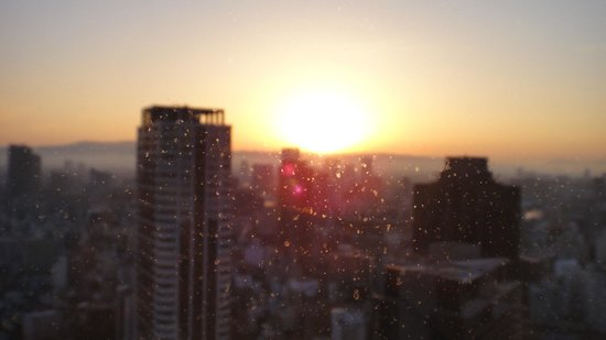 Hotel Hankyu International: 部屋からの日の出
