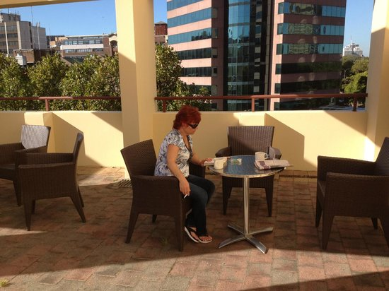 Rydges Sydney Central : 5th floor sundeck, great for smokers