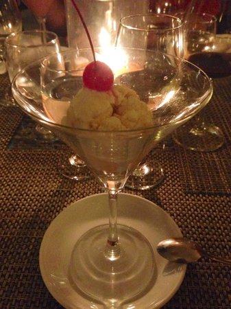 7th Note Cafe & Delicatessen : Mango ice cream
