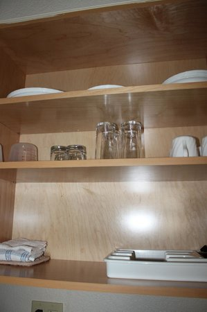Comfort Suites Seven Mile Beach : glasswear in kitchenette cabinet