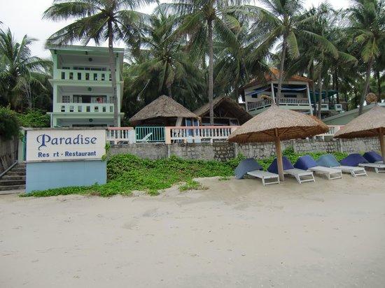 Paradise Resort Doc Let: Teilanlage mit Strand
