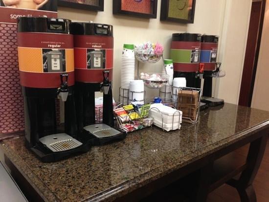 Hampton Inn & Suites Boynton Beach : Free coffee all day