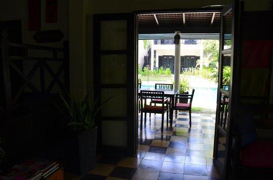 La Maison d'Angkor : Light of pool